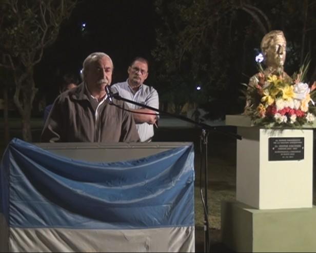 Busto de Kirchner en Monte Maíz, Córdoba