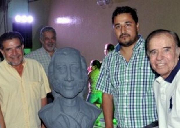 Busto de Menem inaugurado por Menem y el gobernador K  Beder Herrera