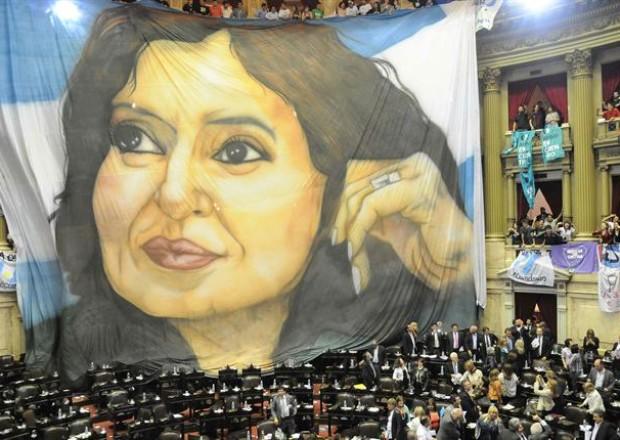 Bandera de CFK en el congreso, Foto Télam
