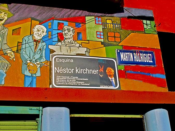 Esquina Néstor Kirchner en el barrio de La Boca, CABA