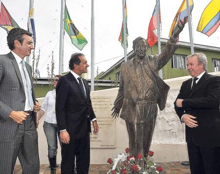 Estatua de Néstor en Rio Gallegos