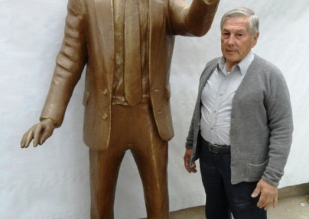 Estatua de Kirchner en Anisacate, Córdoba diariotortuga.com