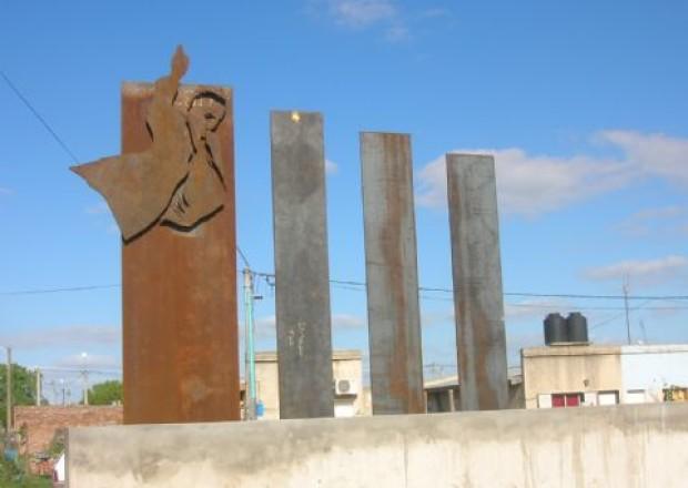 Plaza y monumento de Kirchner en Salto, BsAs