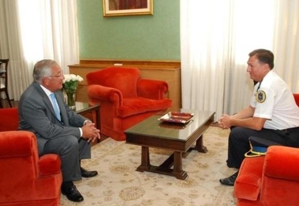 Eduardo Fellner reunido con el comisario Voros