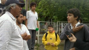 Félix Díaz con estudiantes del Colegio Nacional