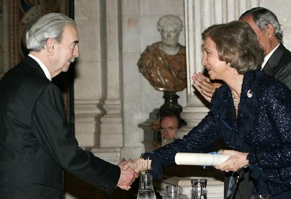 Junto a la Reina Sofia en la entrega del premio de Poesía Iberoamericana