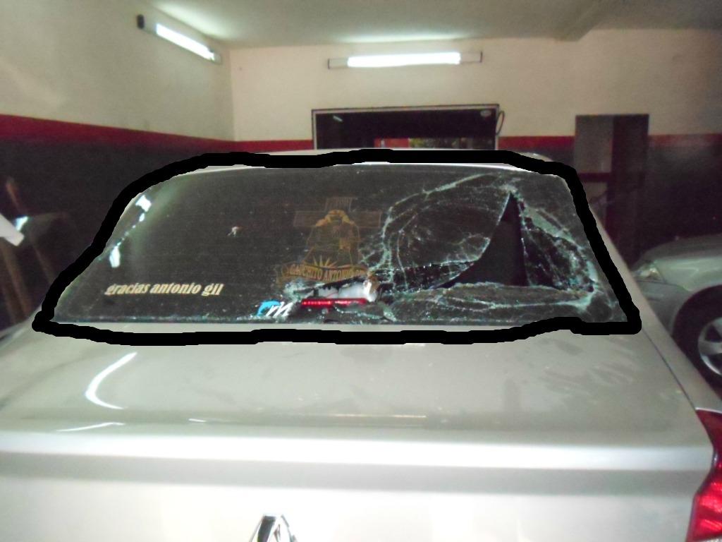El auto del SITRAIC, destrozado.