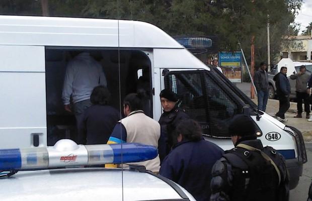 Momento de la detención de los petroleros en Las Heras