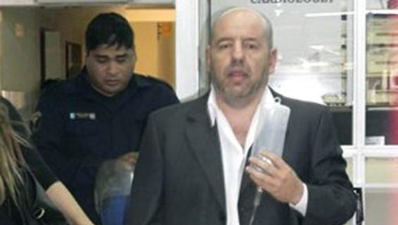 Suárez, trasladado al hospital durante su detención. Hoy acusado por la Ley Antiterrorista.