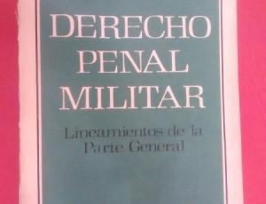 La tapa de Derecho penal militar, editado en 1980.